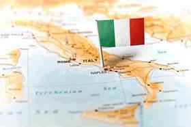 Italy flag pin